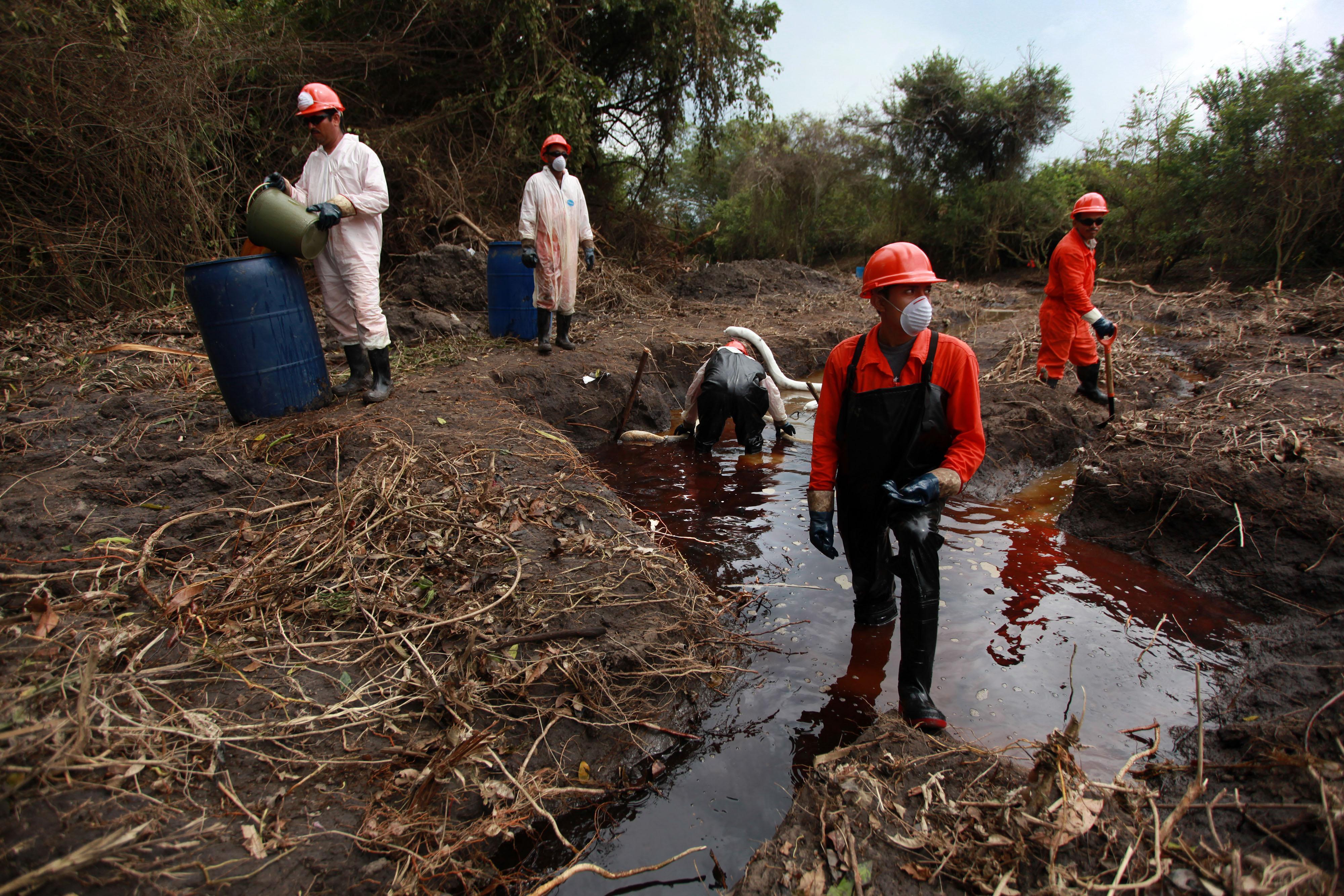 Derrame de diesel en Acayucan