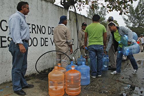 Se analizará bajar tarifa de agua en colonias populares: Hipólito