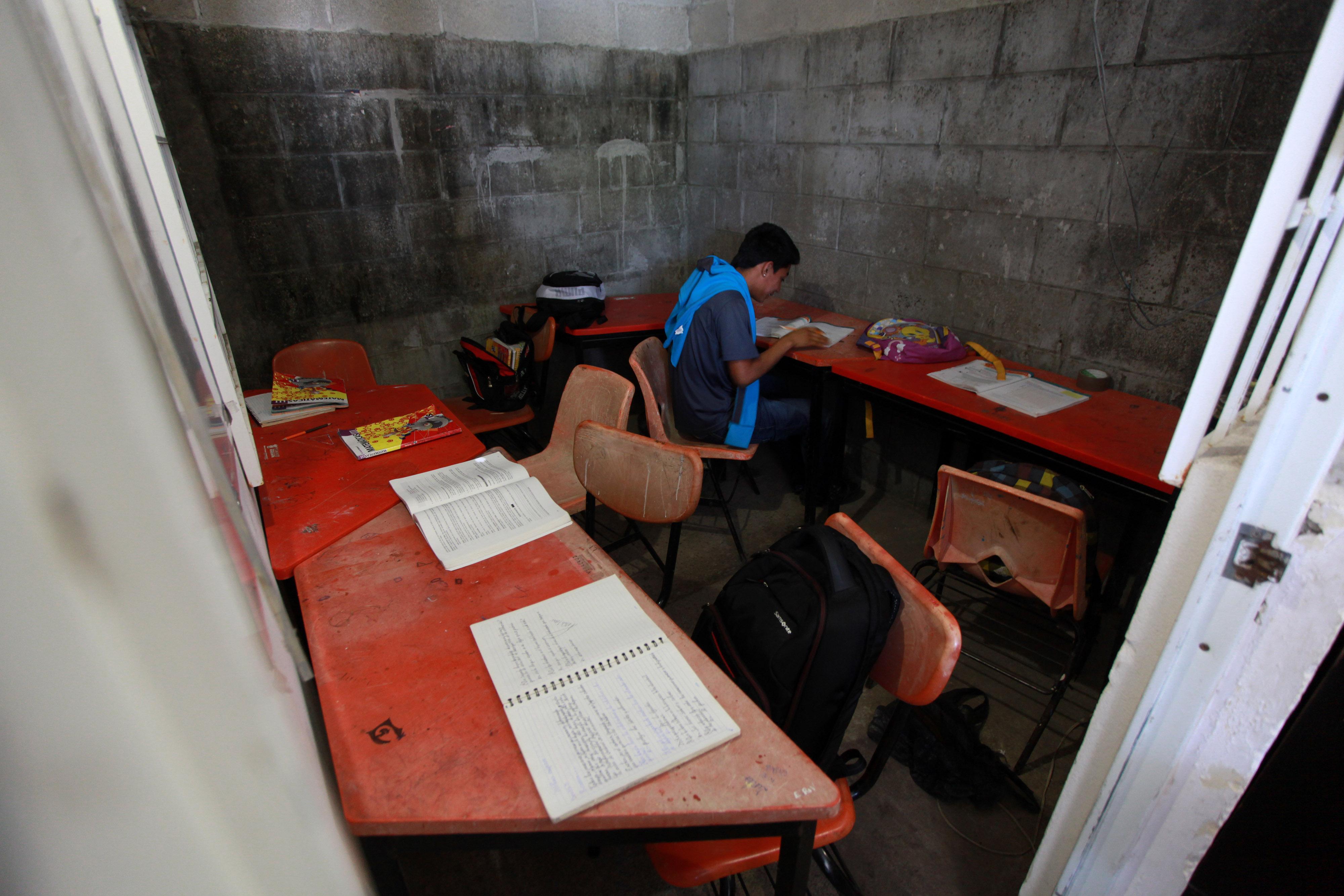 Sin electricidad 14 escuelas en Chivería por adeudo de la SEV