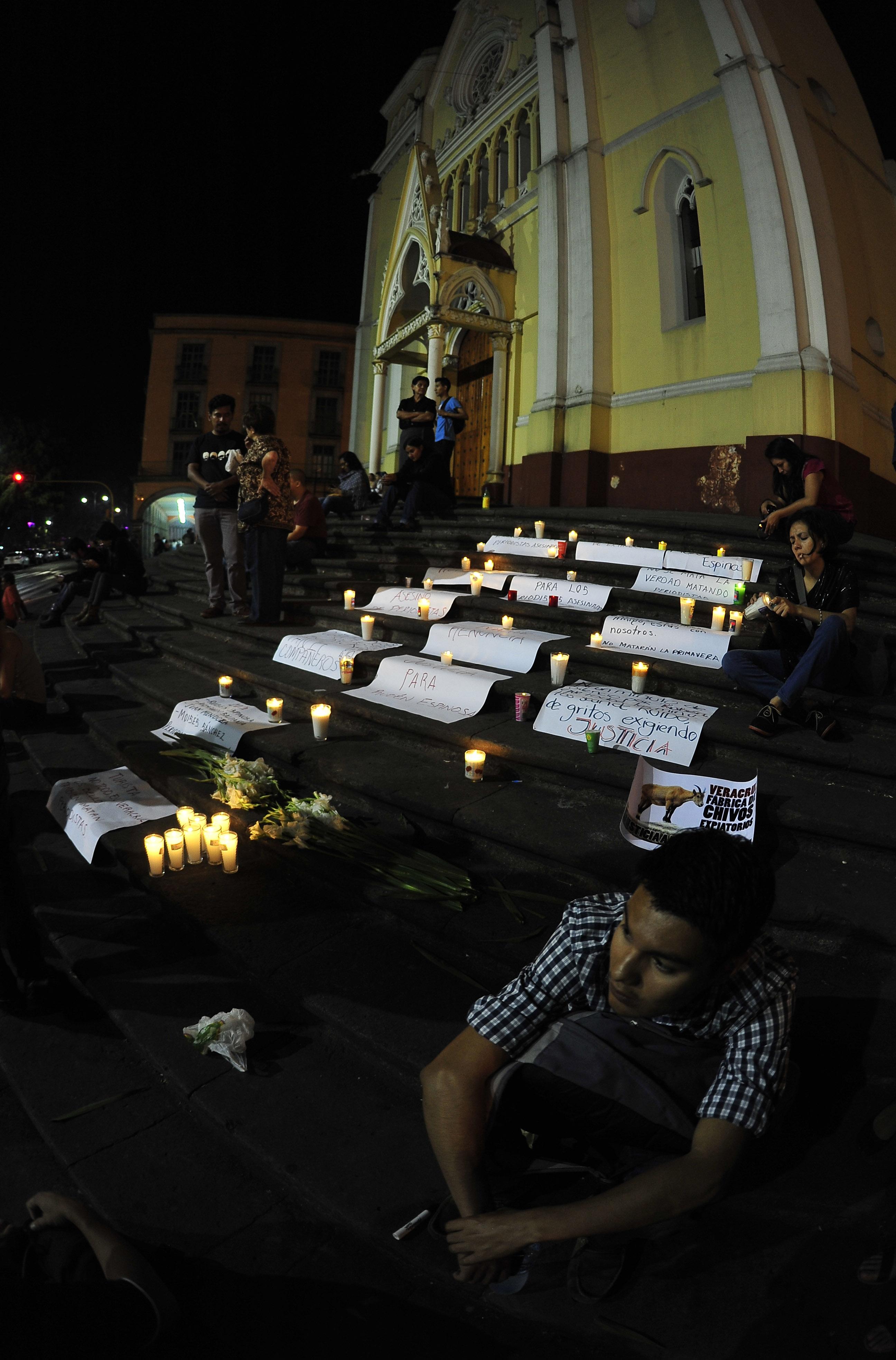 Periodistas de Veracruz realizan velada a Rubén Espinosa