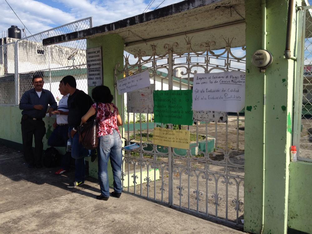 Maestros toman escuelas en la zona centro de Veracruz