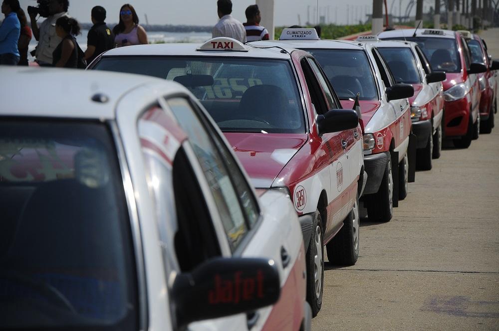Detectan 3 taxis usados para delinquir en Veracruz