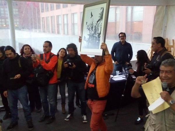Subastan fotografías en apoyo a familia de Rubén Espinosa