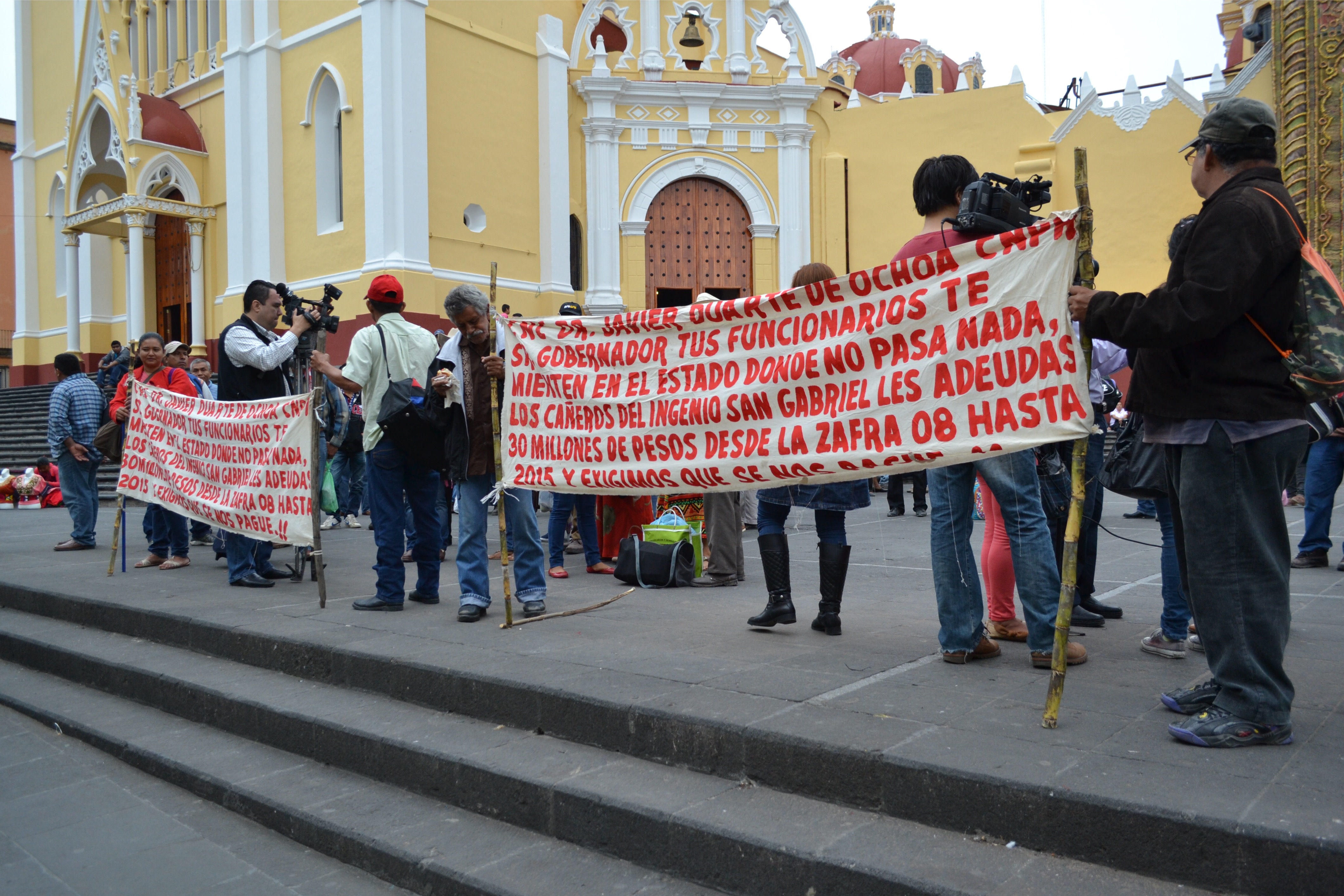 Cañeros de Cosamaloapan exigen el pago de 14 mdp