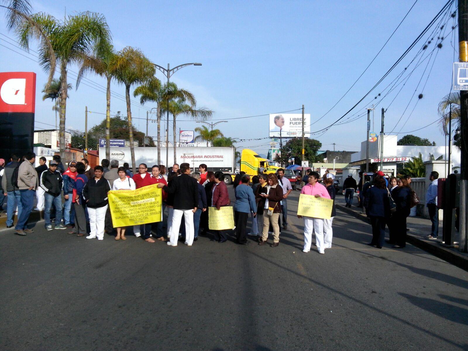 Trabajadores del Hospital General de Córdoba bloquean bulevar
