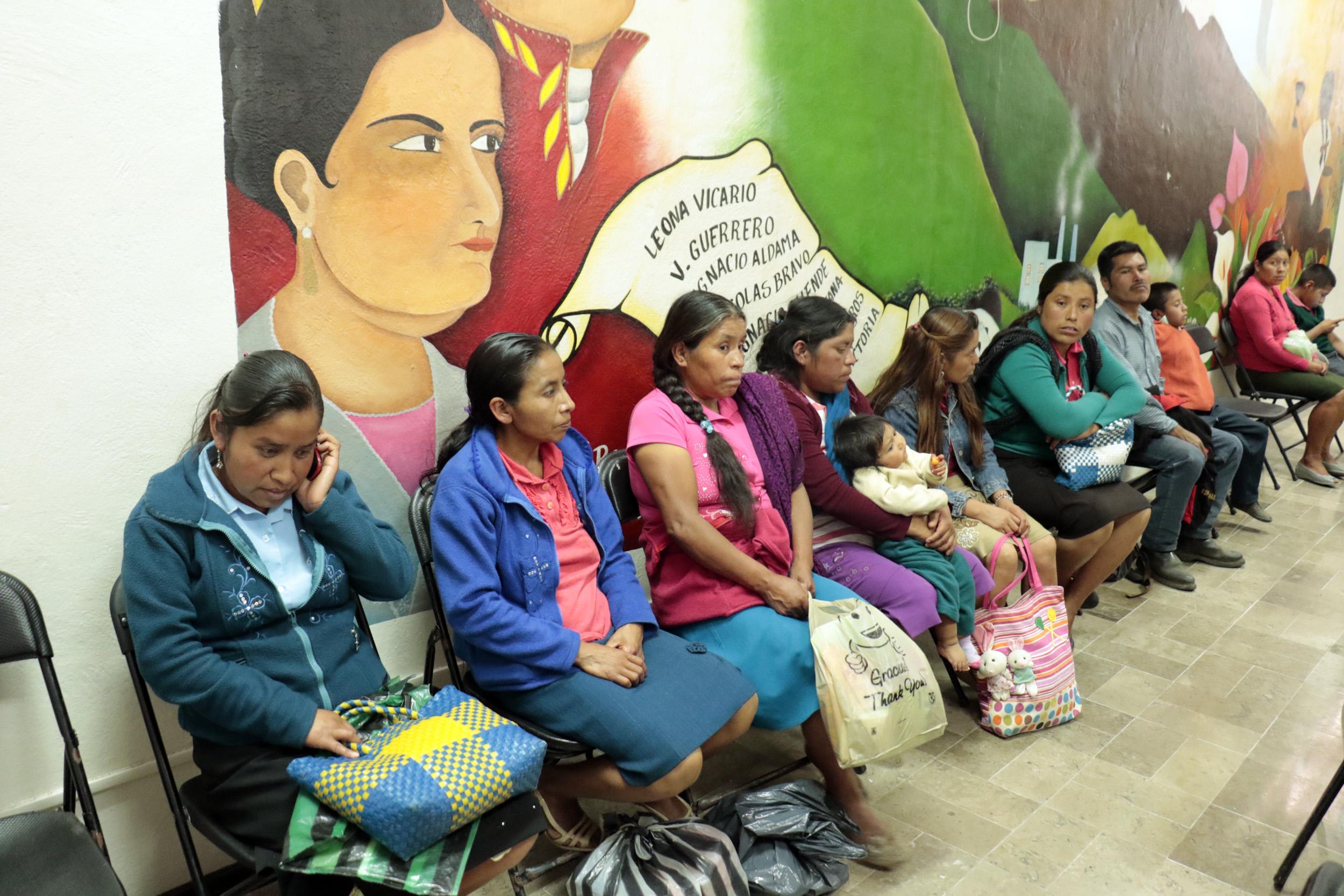 Adeudan 180 mp a auxiliares médicas de Mixtla de Altamirano