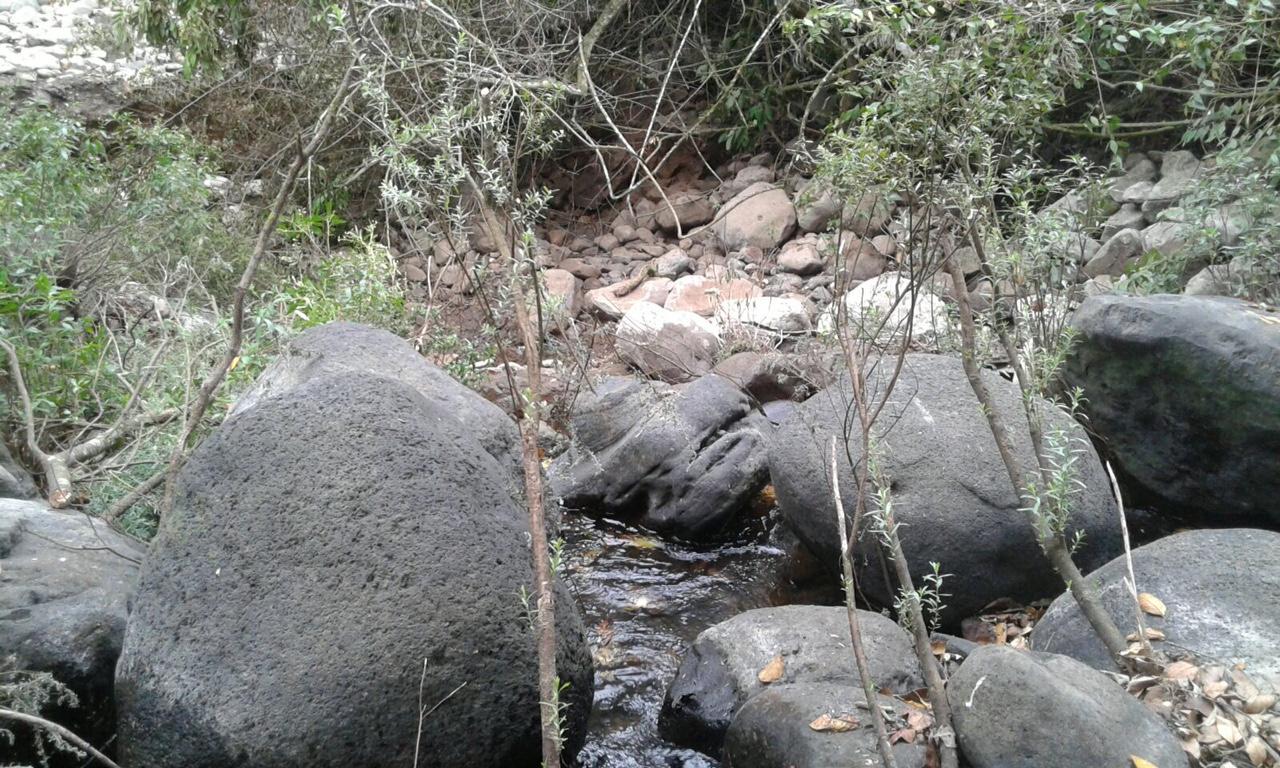 Grieta causa disminución de volumen de agua en el río Atoyac