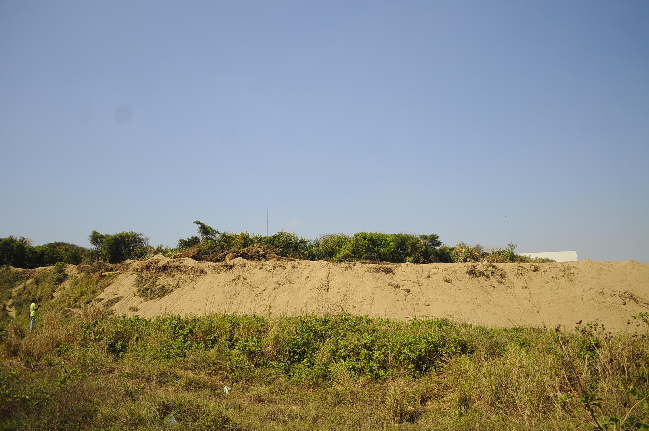 Colonos denuncian destrucción de dunas costeras en Coatzacoalcos