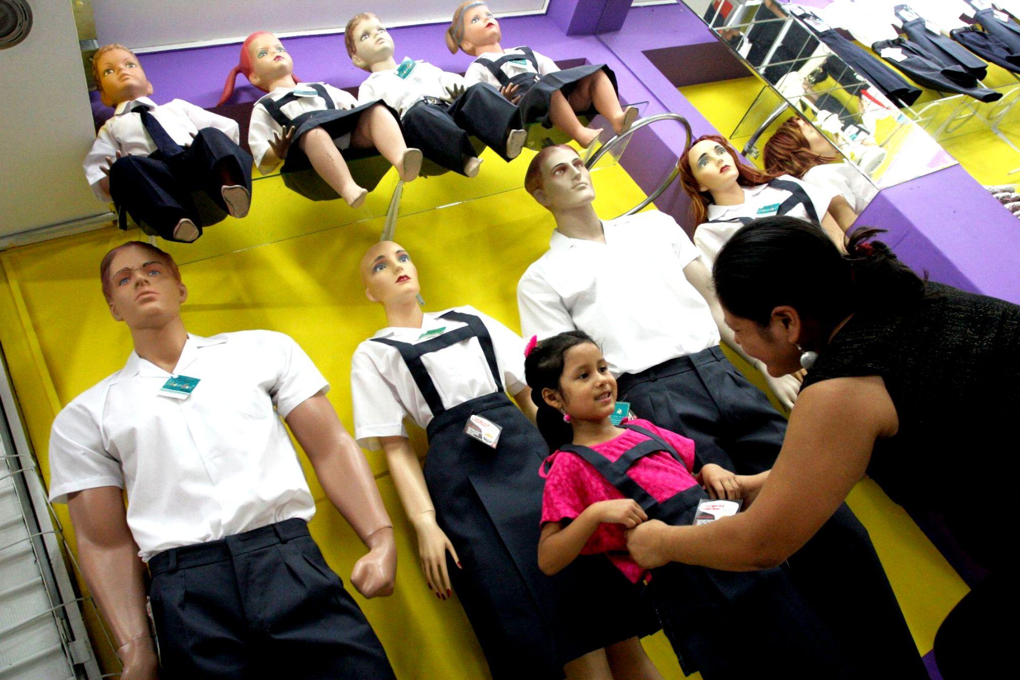 Uniformes, el gran negocio entre directivos escolares y particulares
