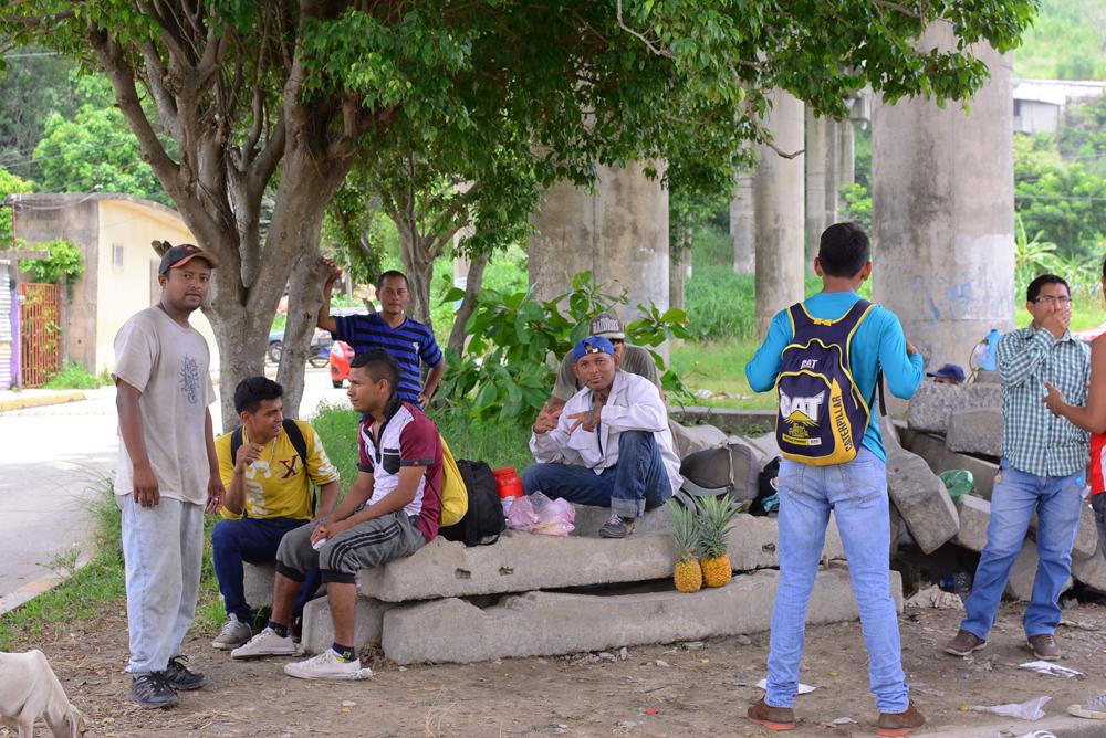 Por falta de trabajo, jóvenes dejan Honduras