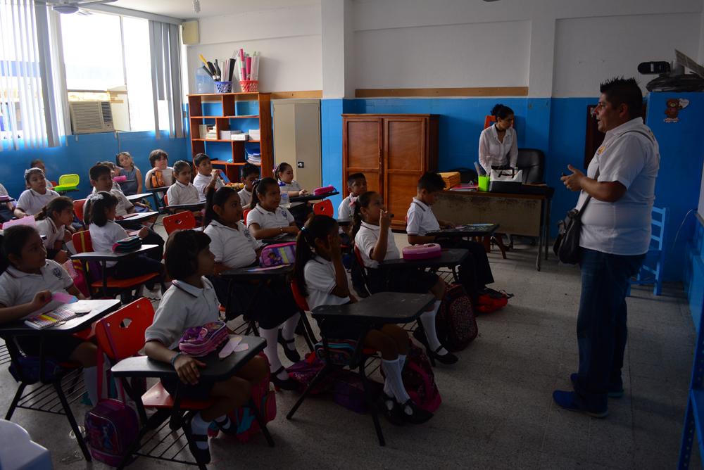 En Coyutla, un maestro atiende a 70 estudiantes en los tres niveles de telesecundaria
