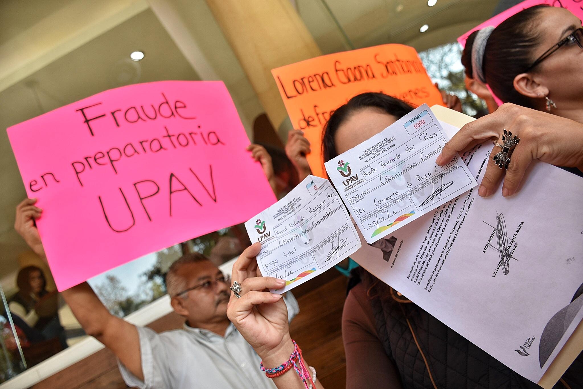 Estudiantes de preparatoria UPAV se dicen defraudados