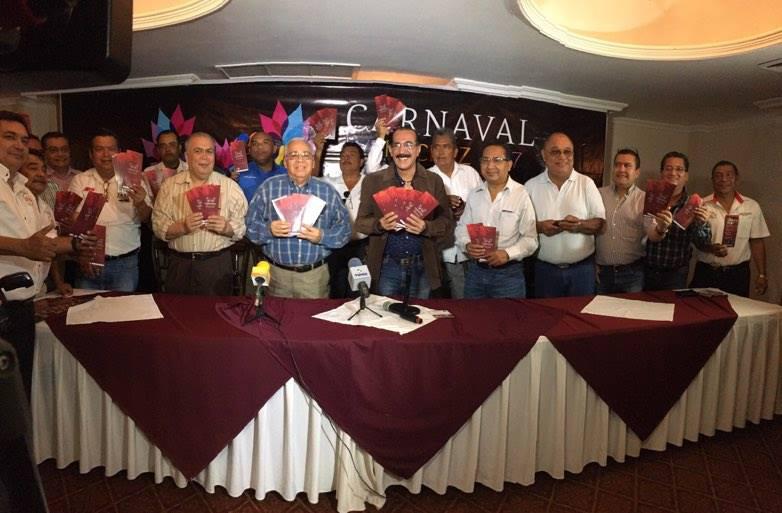 Taxistas distribuirán 5 mil programas del carnaval 2017