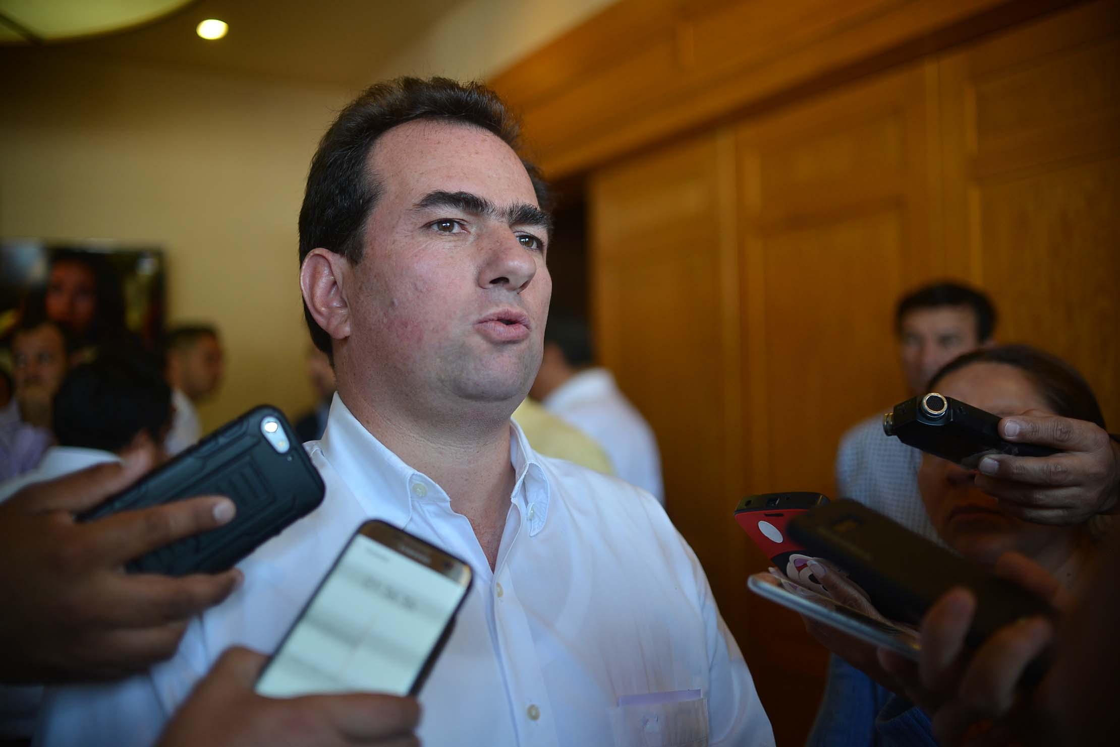 La reestructuración de la deuda no puede ser un cheque en blanco: Pepe Yunes