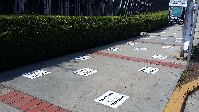 Pegan carteles en el Congreso pidiendo cárcel para Juan Manuel del Castillo