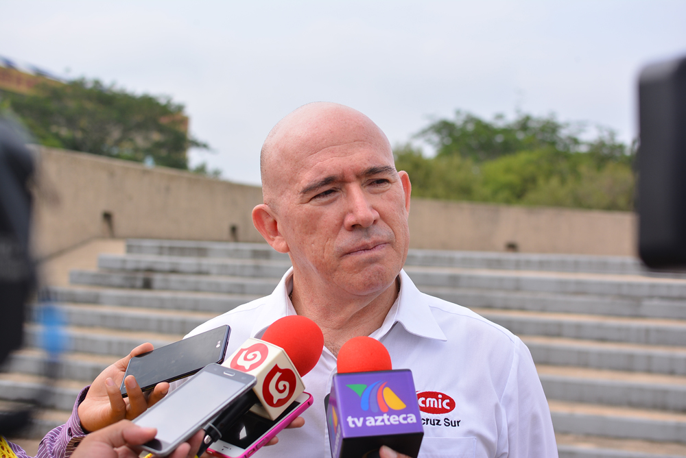 Yunes pide a empresarios plazo de tres meses para revisar deuda