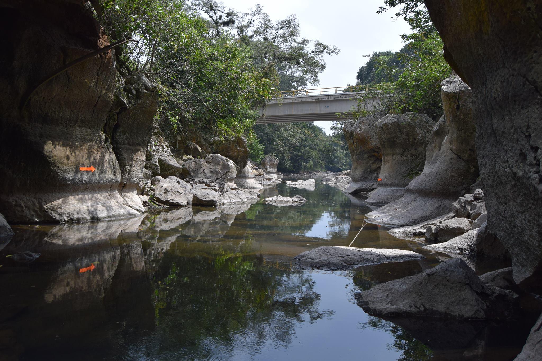 Continúa la depredación del río Atoyac con respaldo de gobiernos