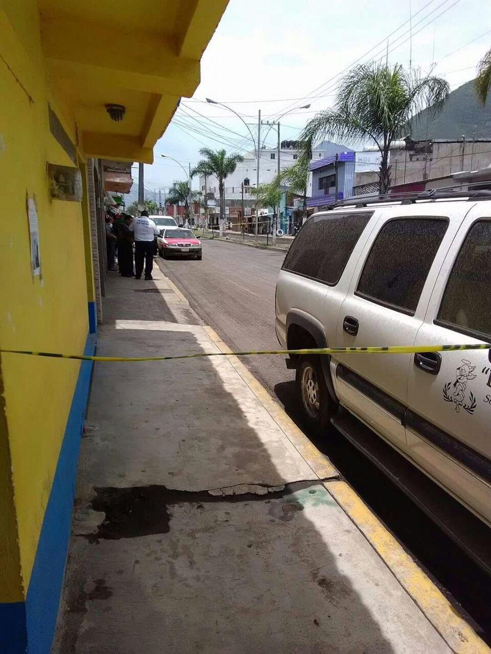 Encuentran dos cadáveres en interior de taxi en Ciudad Mendoza