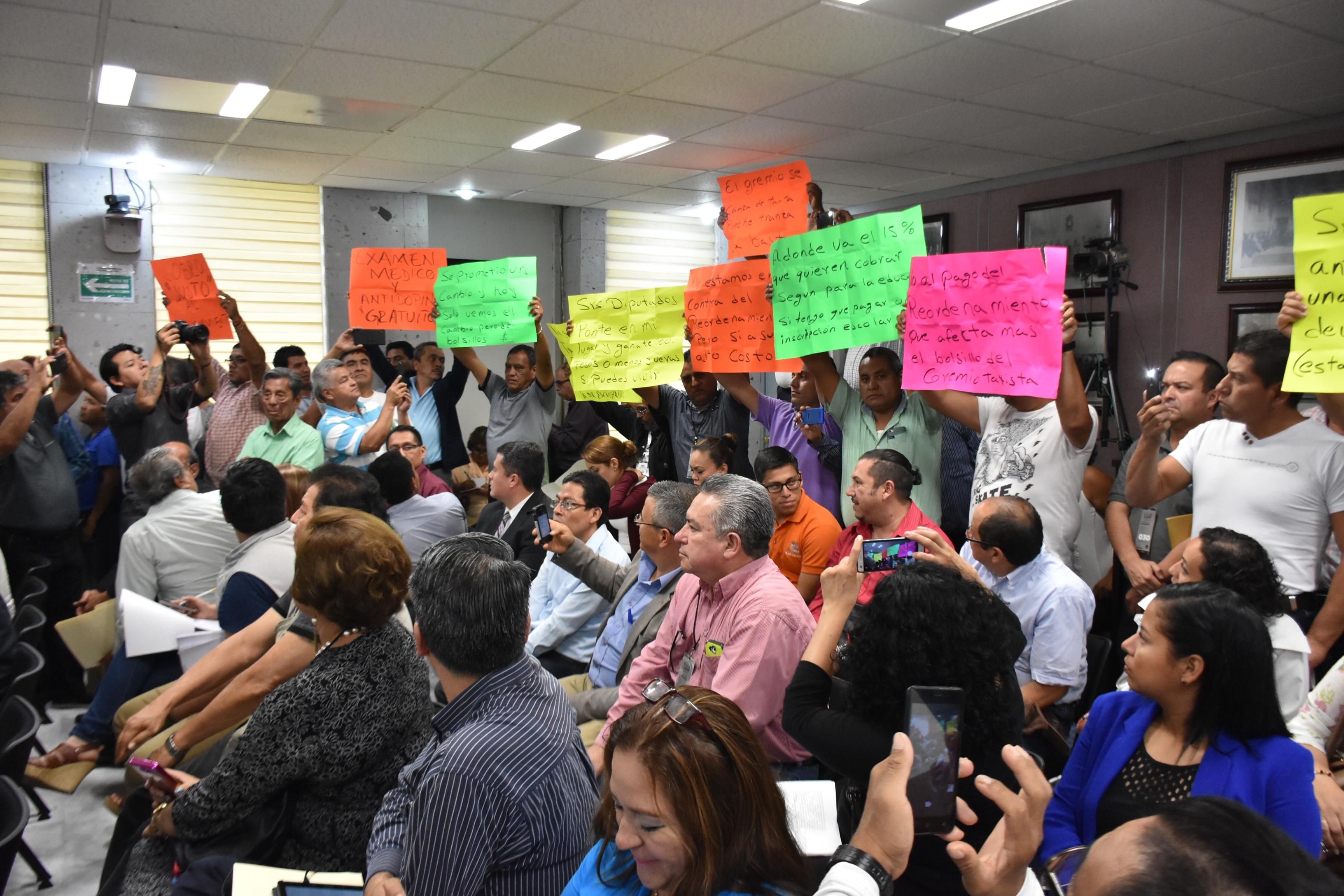 Taxistas van por amparo para reducir el costo del reordenamiento
