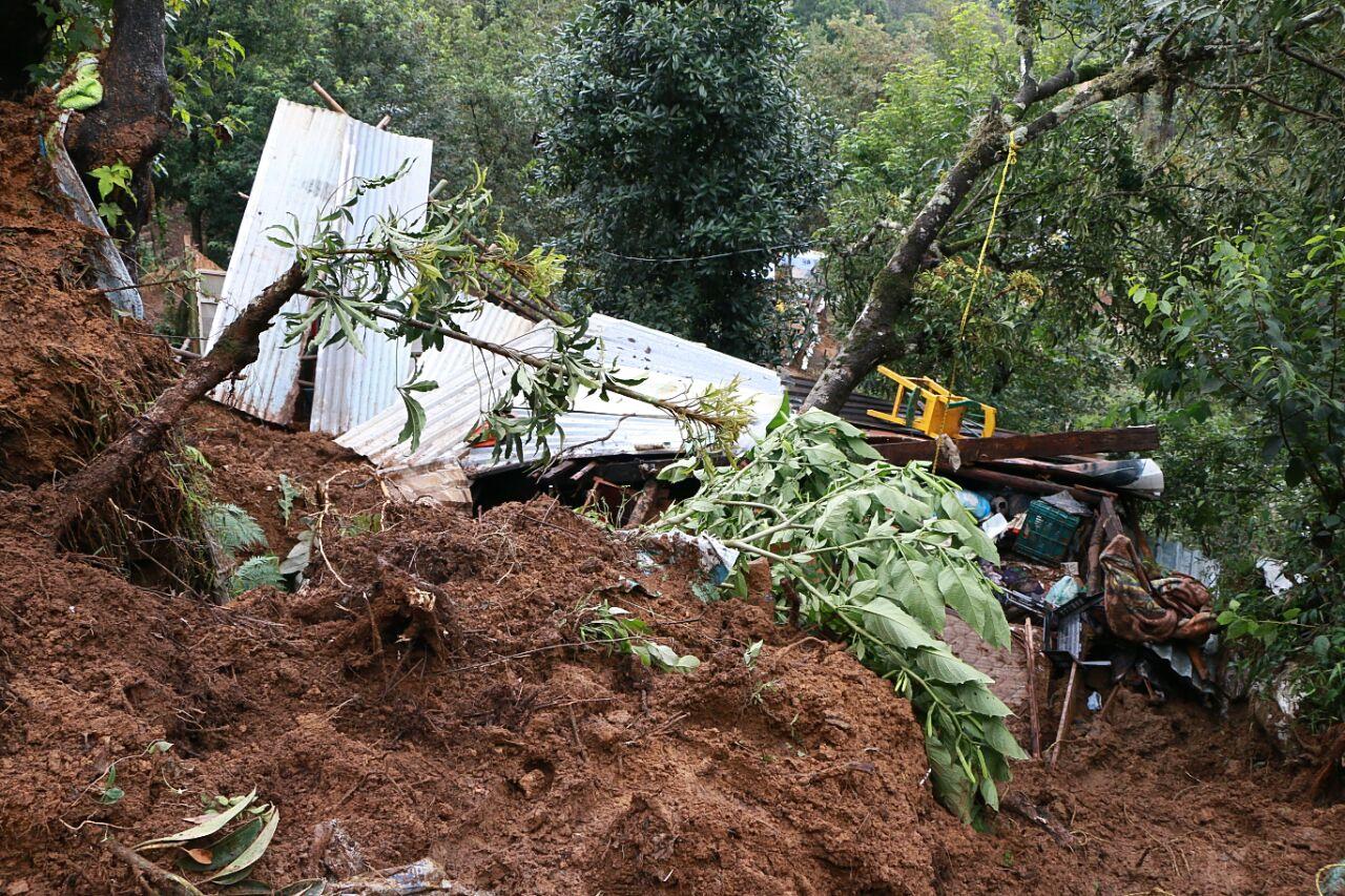 Katia deja dos muertos por deslave en Xalapa