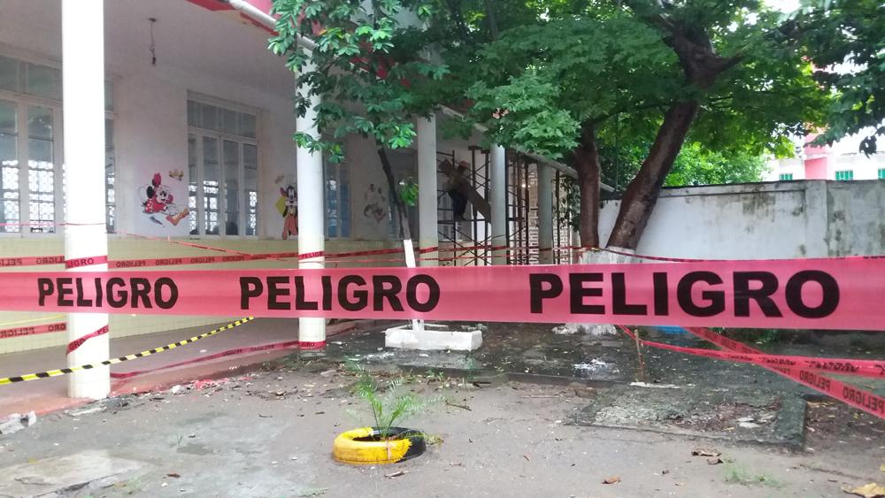 Escuelas dañadas por sismo: demuelen dos aulas en kínder