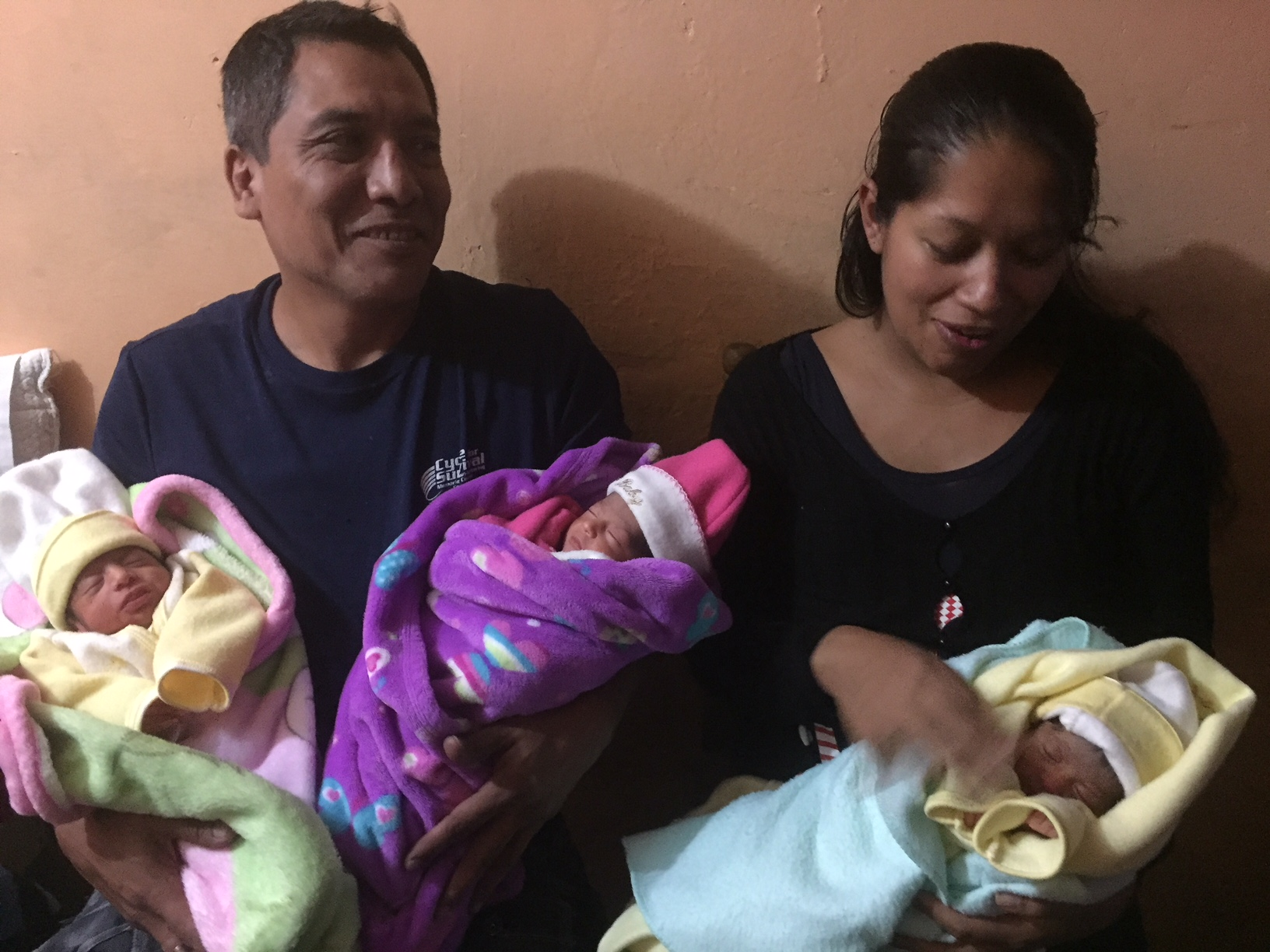 Nacen trillizas en Veracruz, familia esperaba gemelas