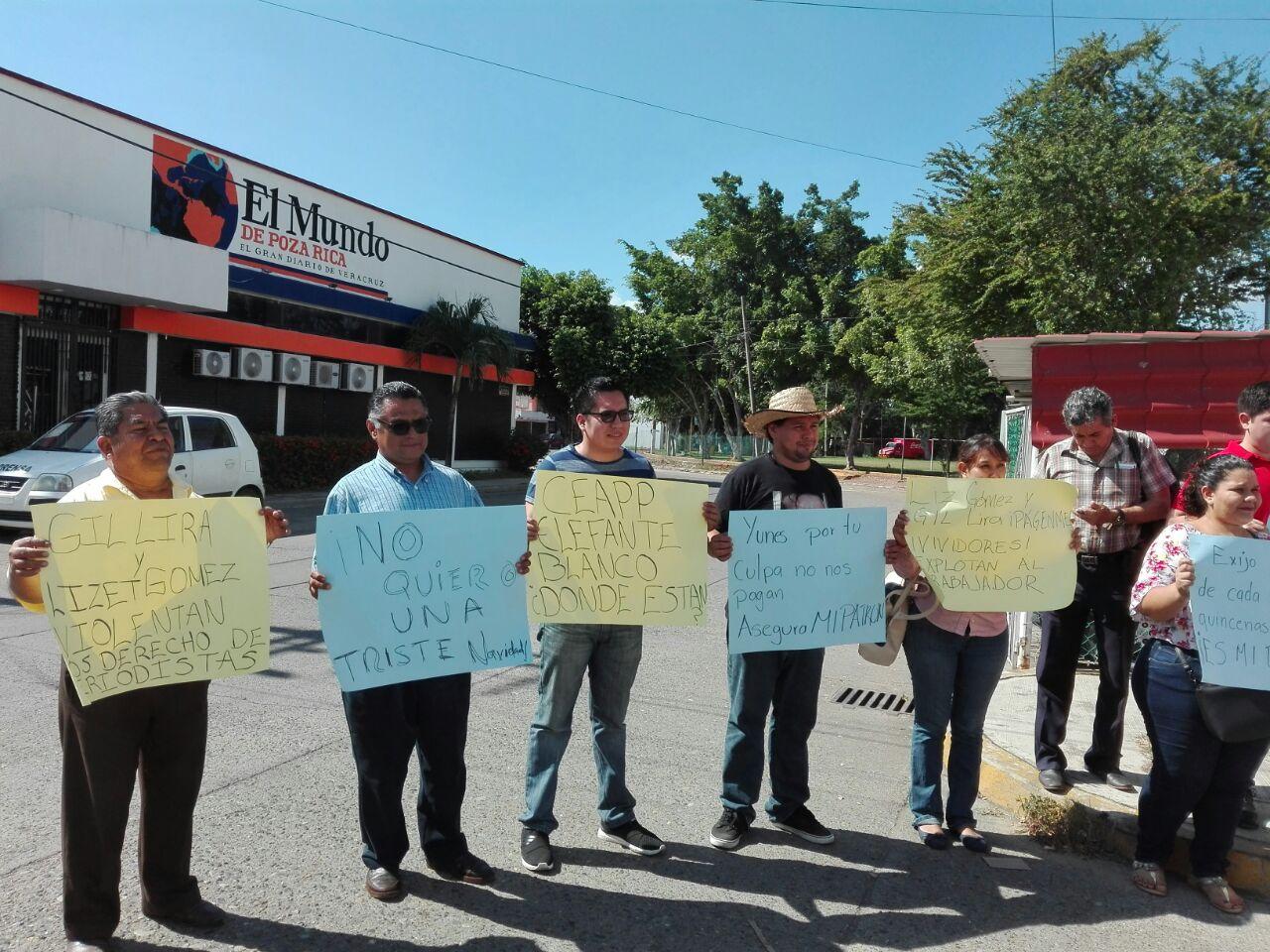 Extrabajadores reclaman salarios y prestaciones a 'El Mundo de Poza Rica'