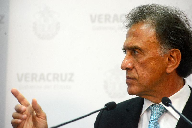 Gobernador condiciona obra pública a alcaldes si no dan votos a Yunes Márquez