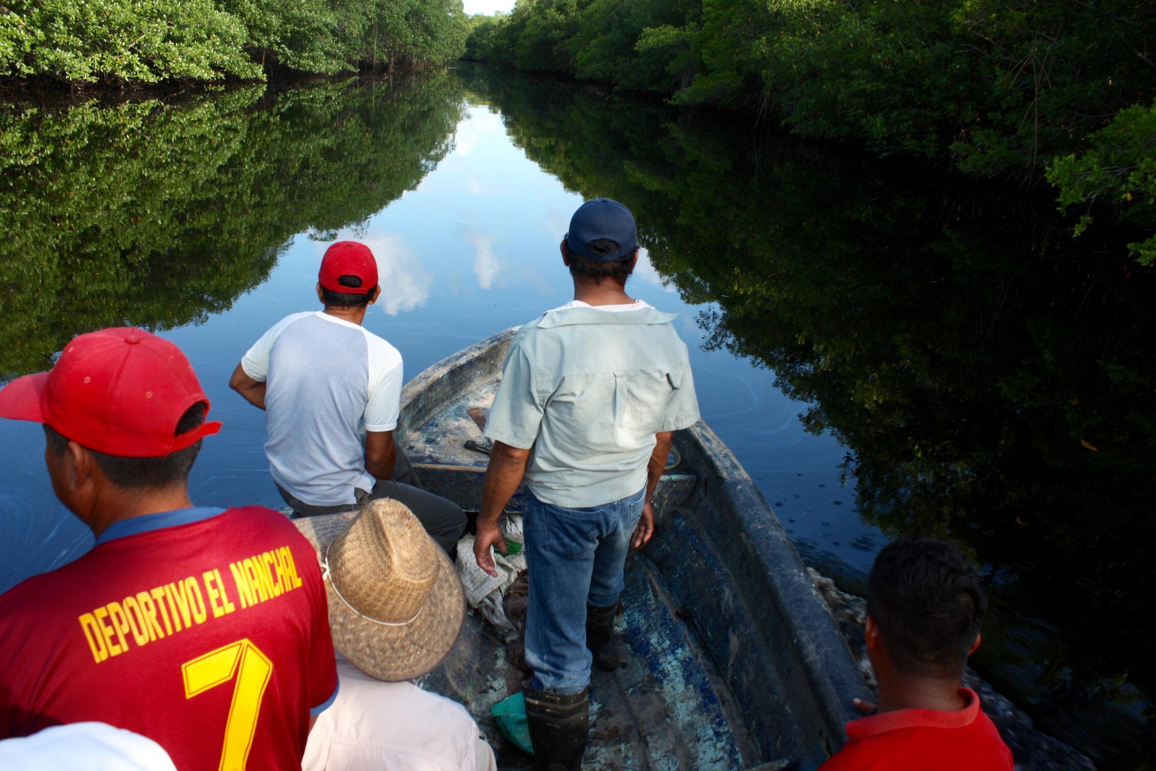 """Por contaminación, zona """"muerta"""" en Río Coatzacoalcos"""