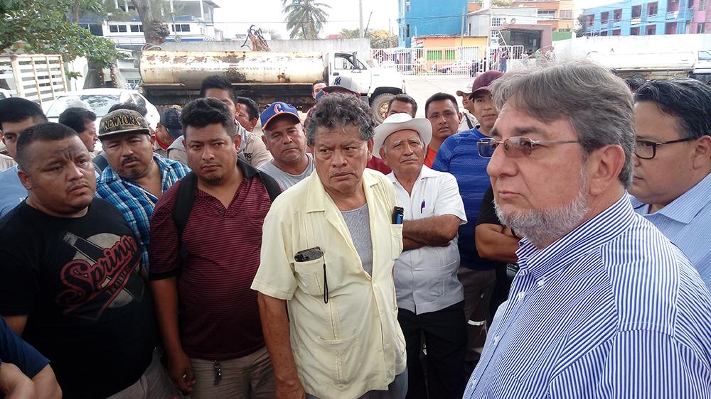 Tampoco han entregado prestaciones a trabajadores de CAEV en Coatza