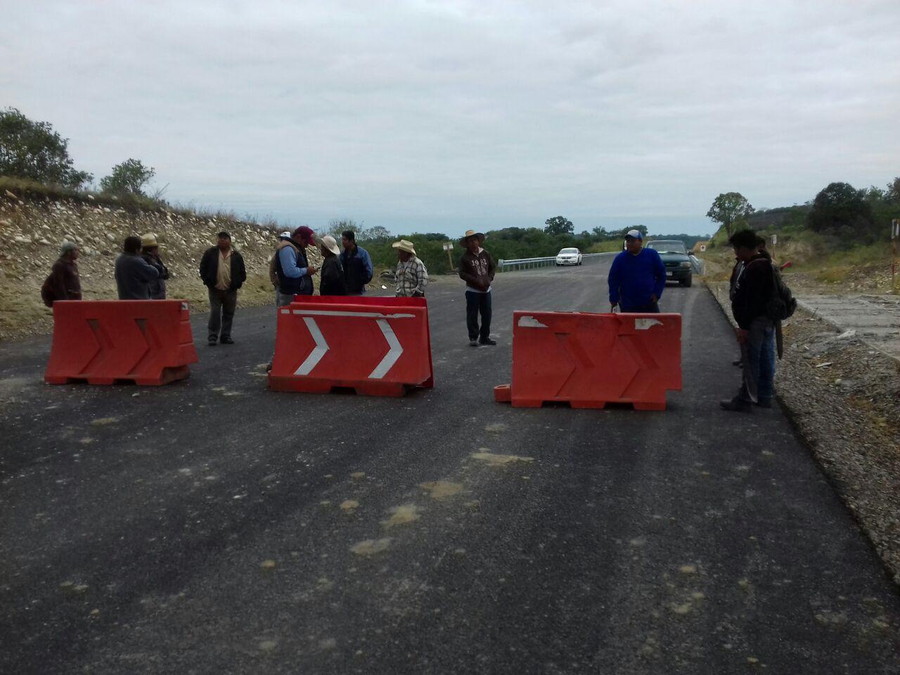 Campesinos protestan en obra de la autopista Poza Rica-Cardel