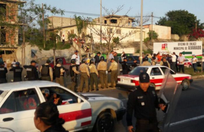 Desalojan a manifestantes de la Riviera Veracruzana, hay dos detenidos