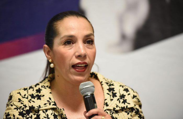 Cinthya Lobato se confronta con titular de Comunicación Social del Congreso