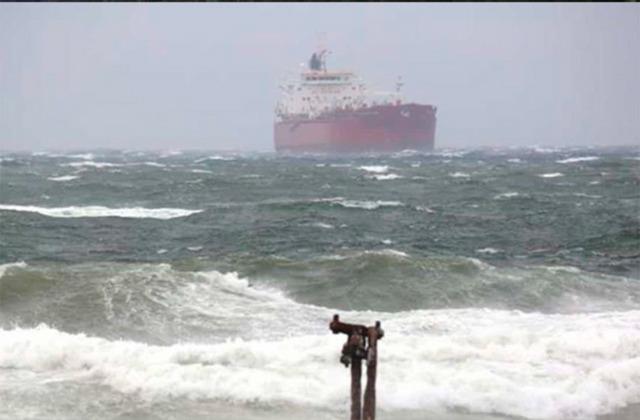 Por frente frío, cierran puertos a navegación en Veracruz