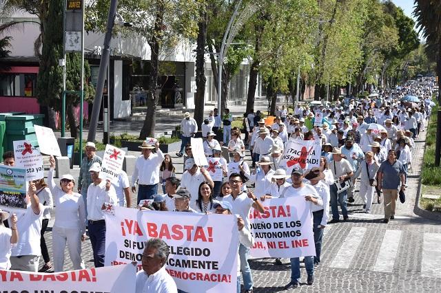 Marchan contra AMLO en día de su primer informe