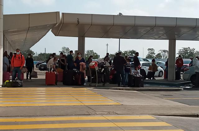 Aglomeraciones en el aeropuerto de Veracruz, pese a covid