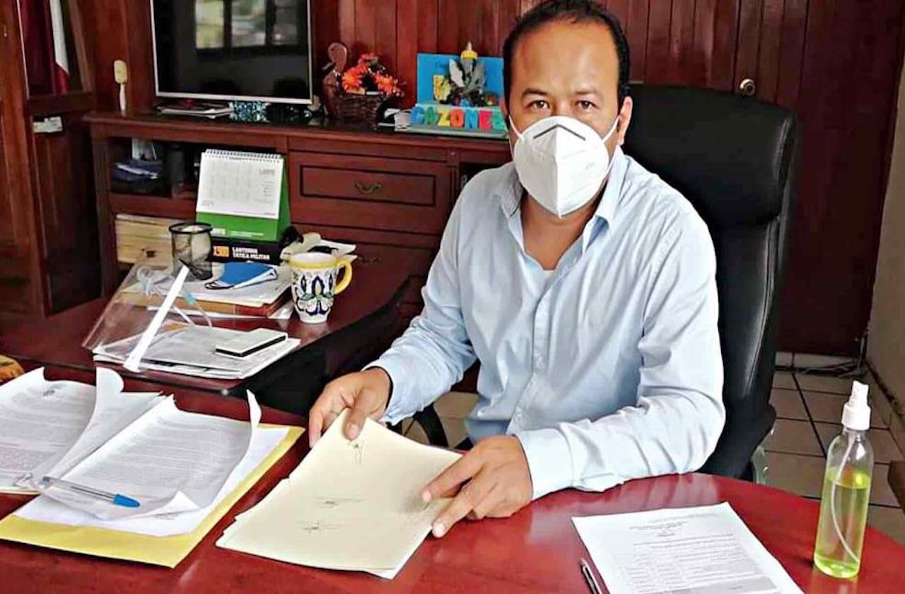 Alcalde de Cazones da positivo a covid; ya fue internado