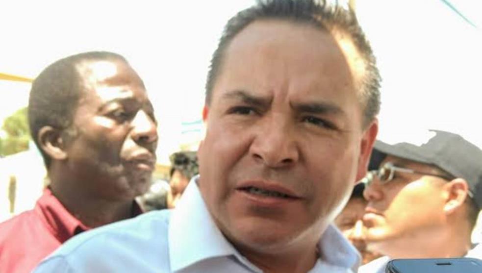 Balean a alcalde de Valle de Chalco; denunció amenazas de policías que despidió