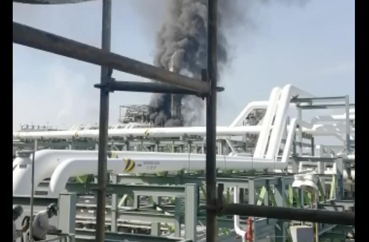 Alerta por incendio en refinería de Minatitlán