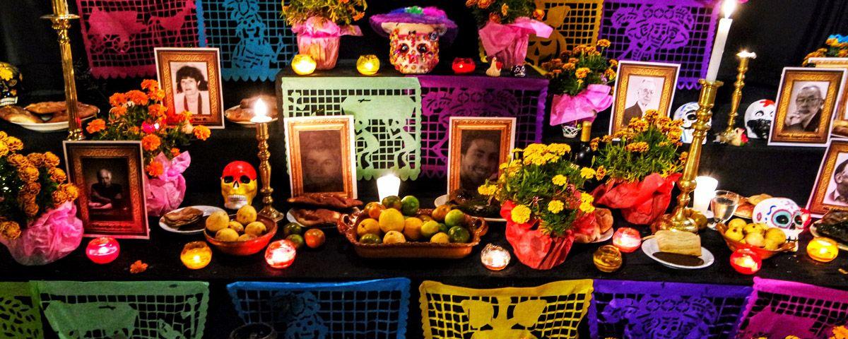 Este es el significado y los elementos que debe llevar la ofrenda de Día de Muertos