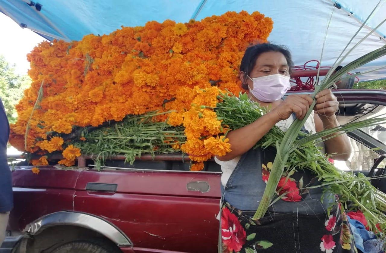 Flor de cempaxúchitl, esperanza de comerciantes en Coatza