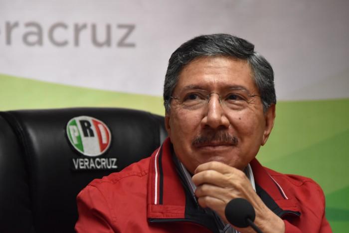 Amadeo renuncia a la dirigencia del PRI, señala intervención de FHB