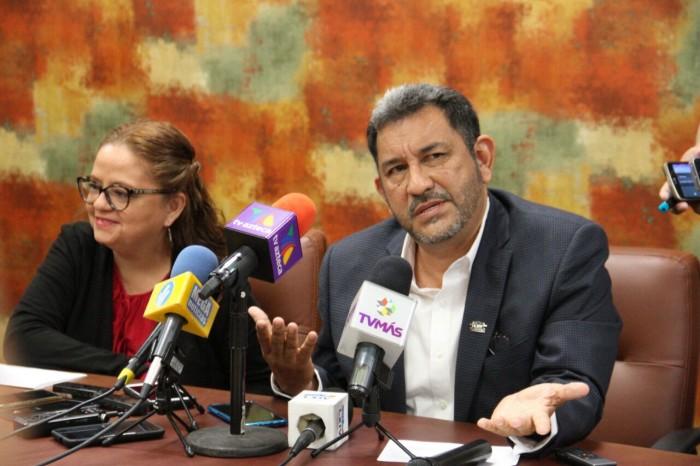 No soy recaudador de López Obrador, dice líder de bancada