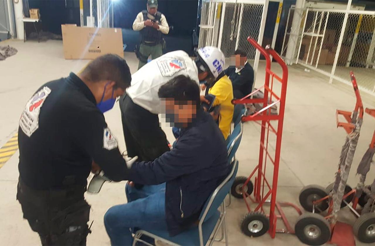 Amarran a empleados y asaltan bodega de Coppel en Las Trancas