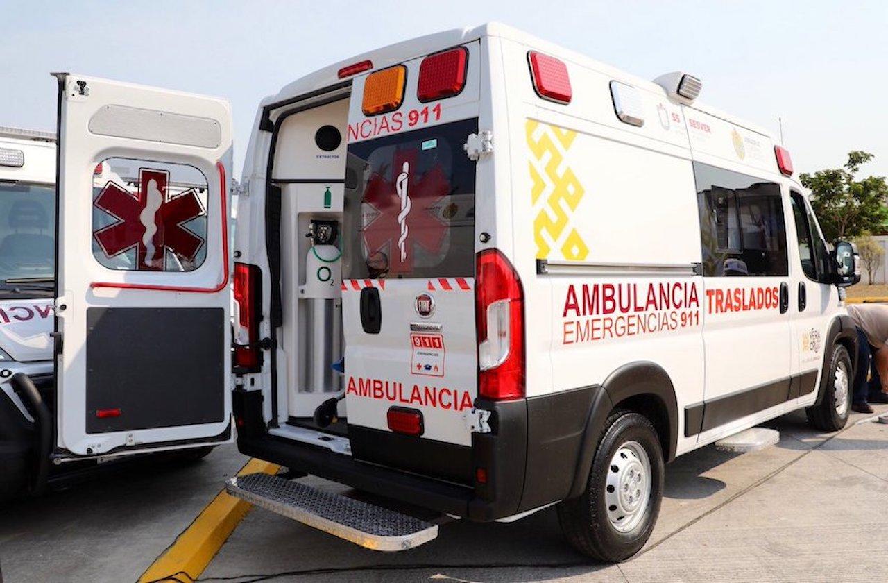 Previo a Fase 3 de covid, Cuitláhuac entrega ambulancias a 10 hospitales