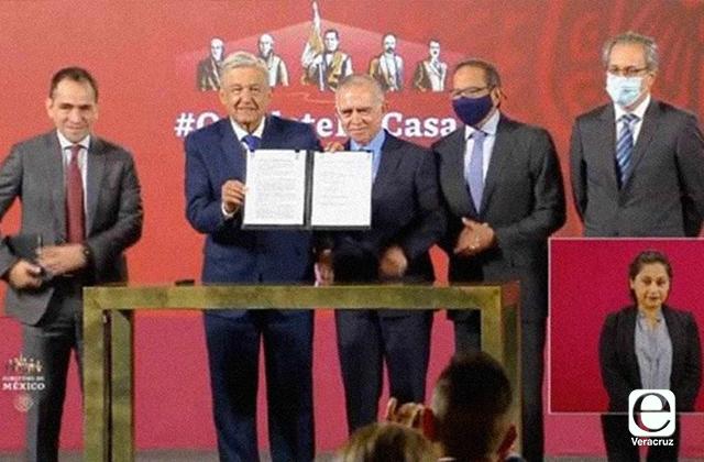 Empresarios y AMLO firman acuerdo para reactivar economía
