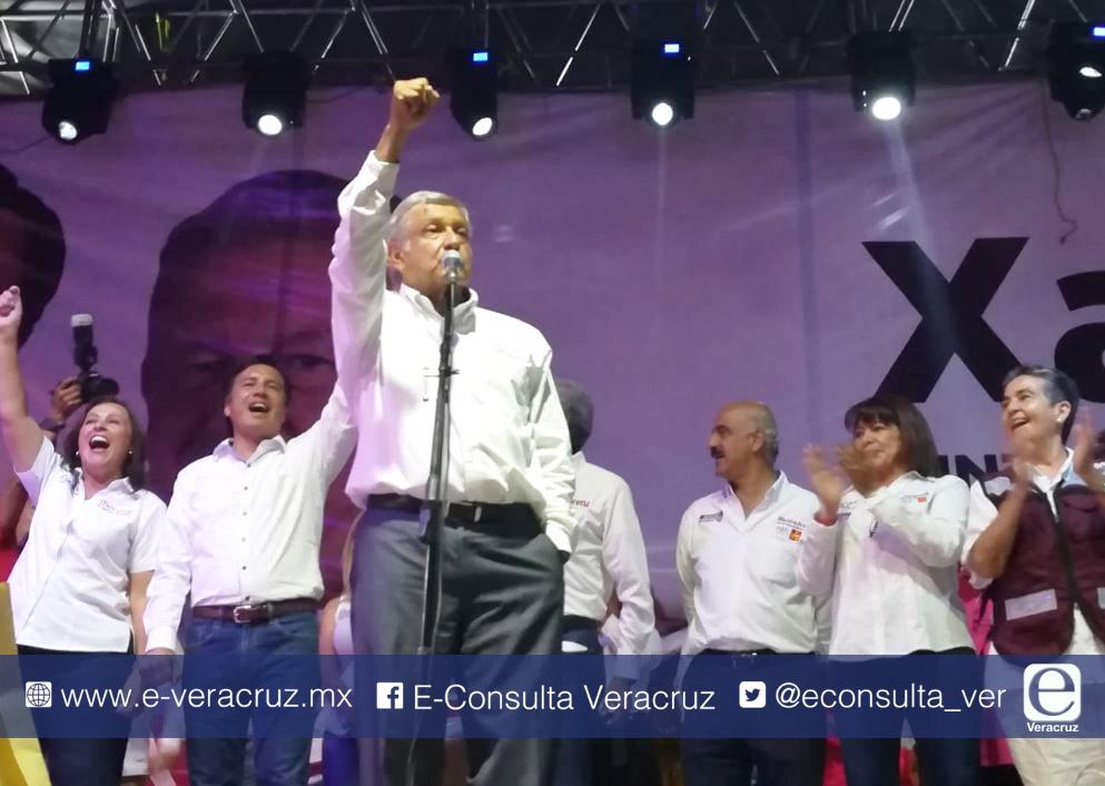 """Voto parejo, paisanos"""" pide AMLO en Xalapa"""