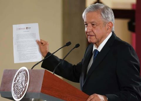 AMLO firmó compromiso de no reelección