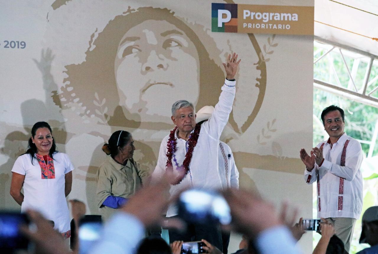 AMLO promoverá reforma para garantizar pensiones universales