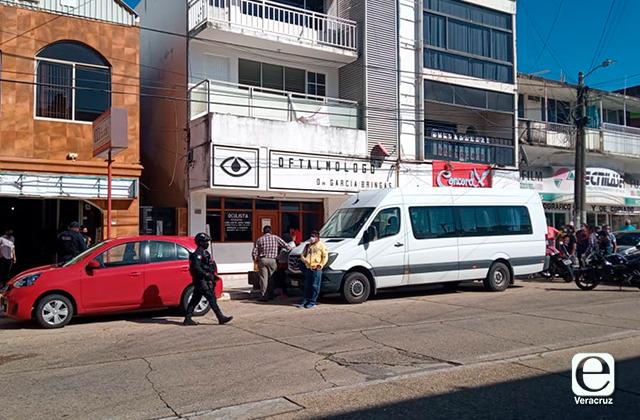 Anciana muere mientras esperaba en consultorio particular de Coatza